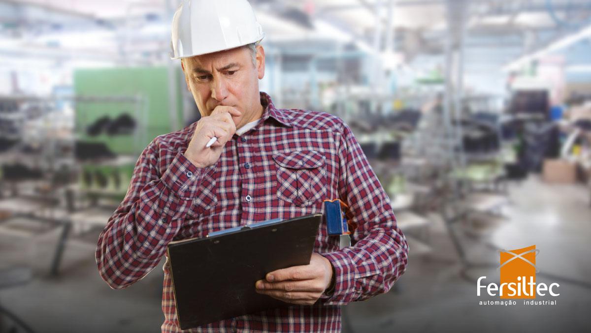 Engenheiro validando resultados utilizando métodos da indústria 4.0.