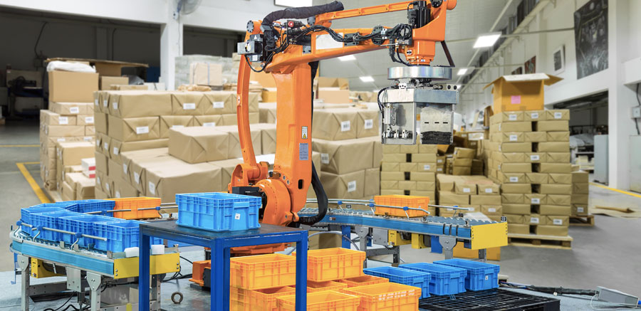 Robo trabalhando com a movimentação de pacotes na substituindo postos de trabalho na indústria.