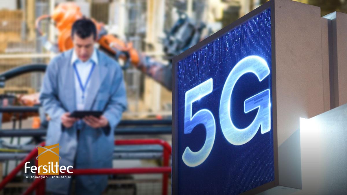 Homem trabalhando na instalação de redes 5G na indústria.